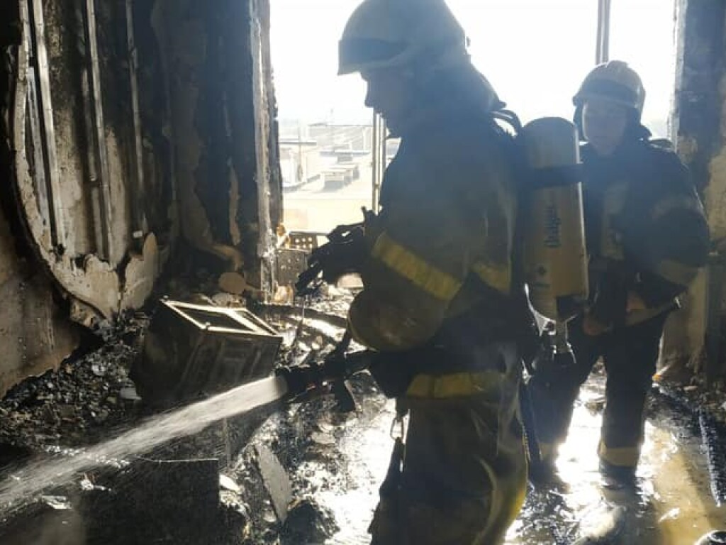 В Сети появилось фото и видео с масштабного пожара на столичной Троещине