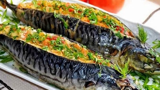 Рецепт дуже смачної і запашної скумбрії з приголомшливою начинкою під сирною скоринкою