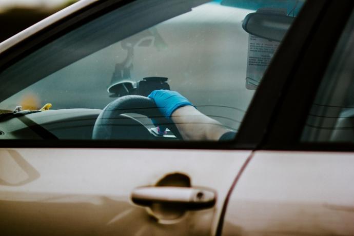 «По…їзм – наше все» – у Києві таксист вигнав народну депутатку з авто через маску