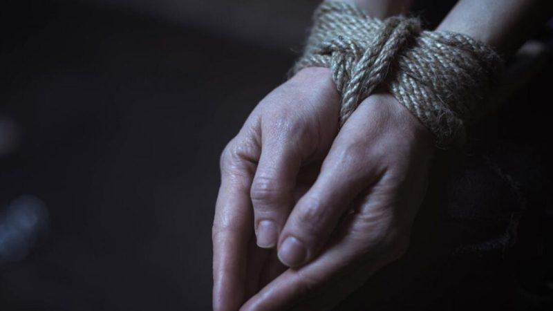 Трое людей на Сумщине сделали женщину заложницей: внучка одной из похитительниц выдала их с головой (ВИДЕО)