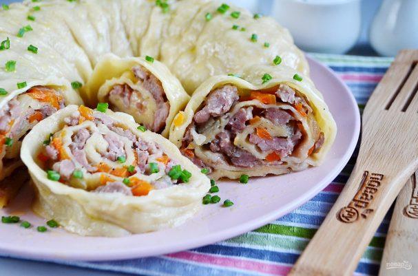 Известное восточное блюдо под названием «Ханум» является своего рода подобием мантов — начинки в тесте. Отличие в том, что «Ханум» готовится быстрее из-за специфической раскатки теста и приготовления блюда происходит более быстрым способом, чем обычно делают манты