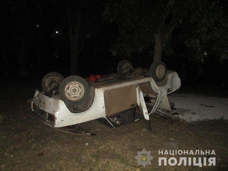 У Запорізькій області п'яний чоловік розмахував ножем у кафе: четверо людей поранені, один хлопець — у реанімації