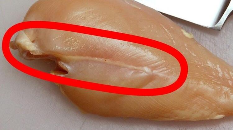 Ни в коем случае не покупайте куриную грудку с такими полосками