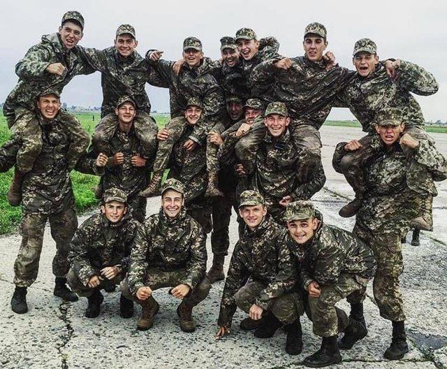 Посмотрите в эти лица. Этих мальчишек сейчас хоронят в Киеве