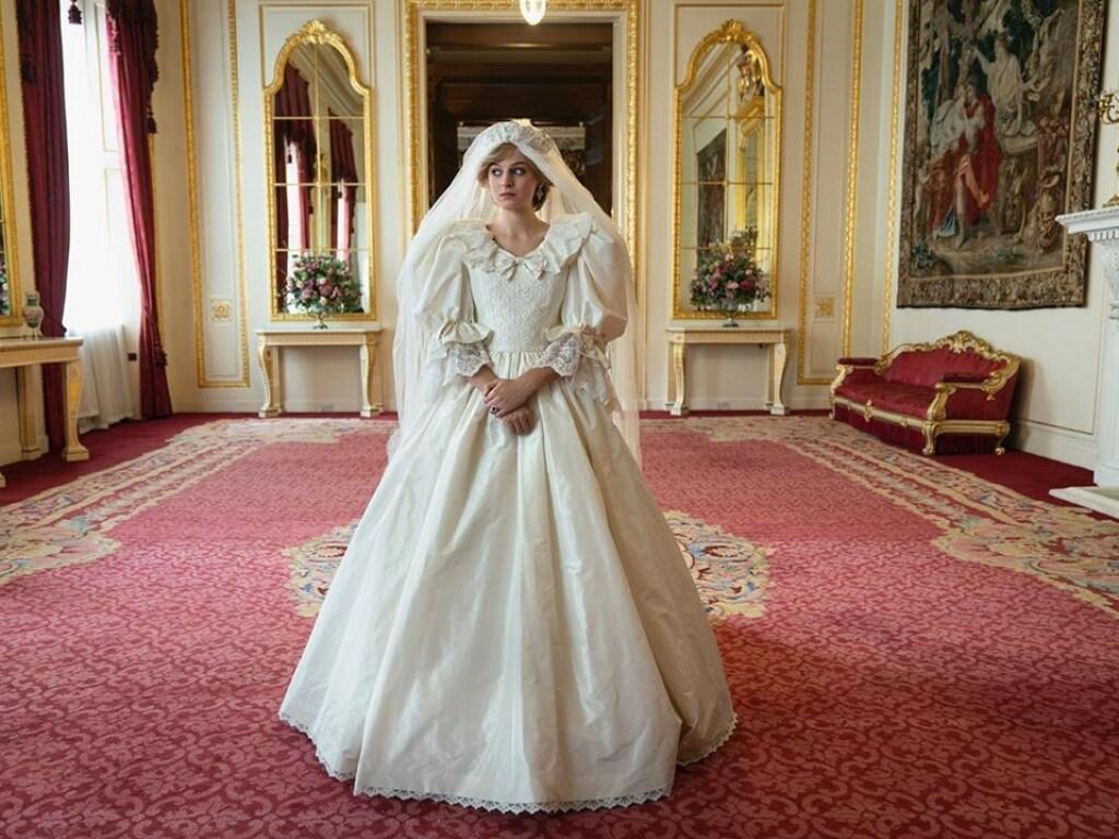 Костюмеры Netflix воссоздали свадебное платье принцессы Дианы