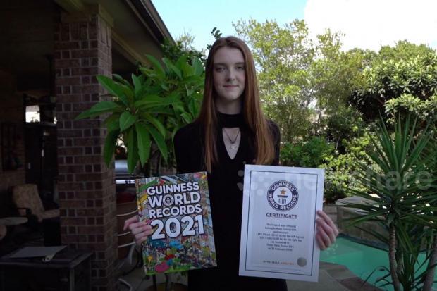 Зростом понад два метри: 17-річна дівчина потрапила в Книгу рекордів Гіннесса за найдовші ноги (фото)
