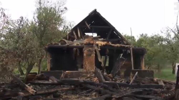 После ссоры отец семейства попытался сжечь дом с женой и детьми в селе Житомирской области. Видео