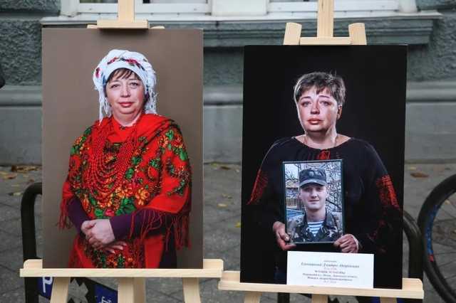 В Житомире показали боль и горе матерей, потерявших сыновей в войне с Россией