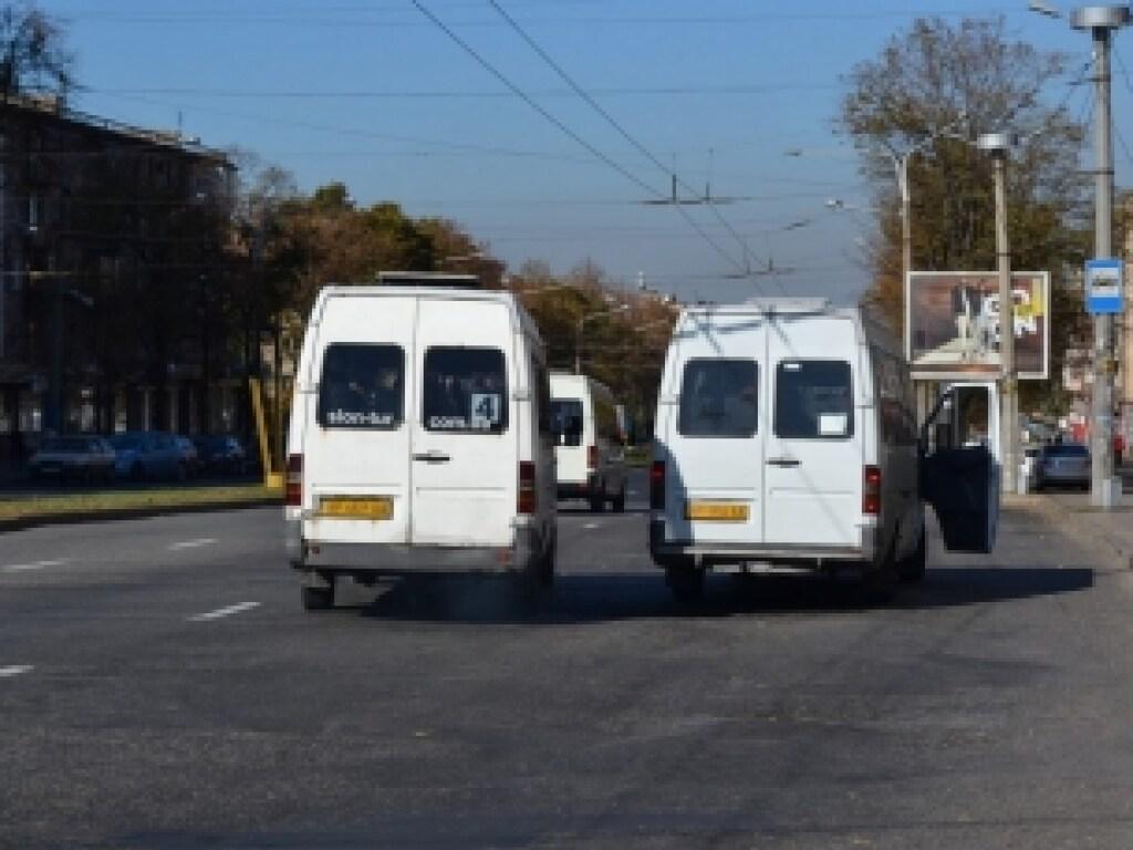 Водитель маршрутки в Запорожье своеобразно потребовал у пассажиров тишины (ФОТО)