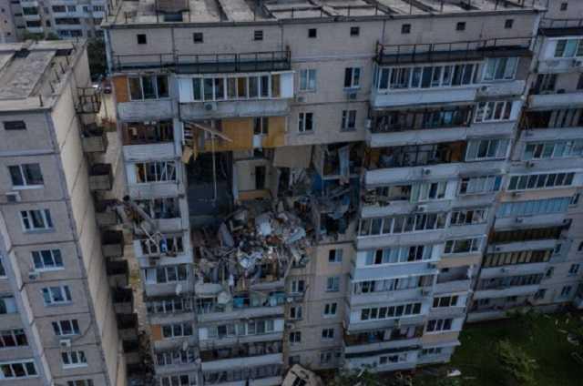 В пострадавшей от взрыва квартире дома на Позняках нашли взрывчатку, владелец жилья задержан