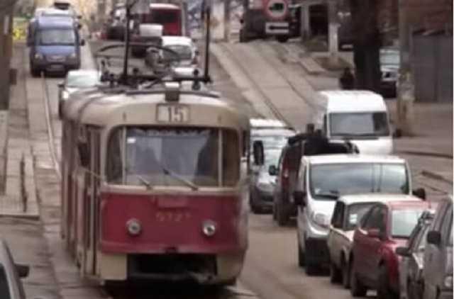 В Харькове бессовестный кондуктор высадил 12-летнего ребенка на пустыре