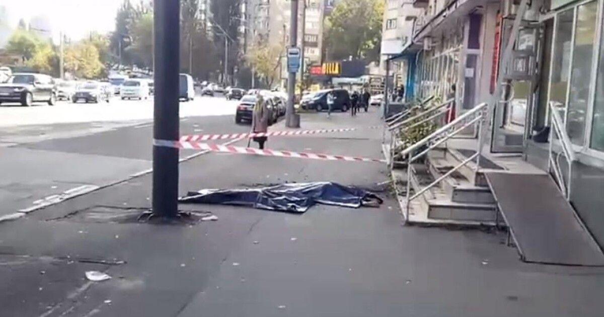В Киеве мама с дочкой выпали из окна: появилось мрачное видео из квартиры