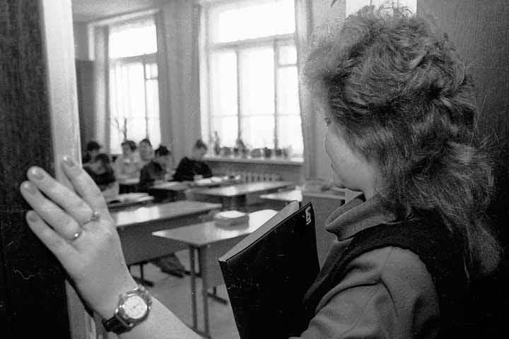 «Он издевается надо мной»: в столичной школе из-за резкого поведения учительницы произошел скандал (ФОТО)