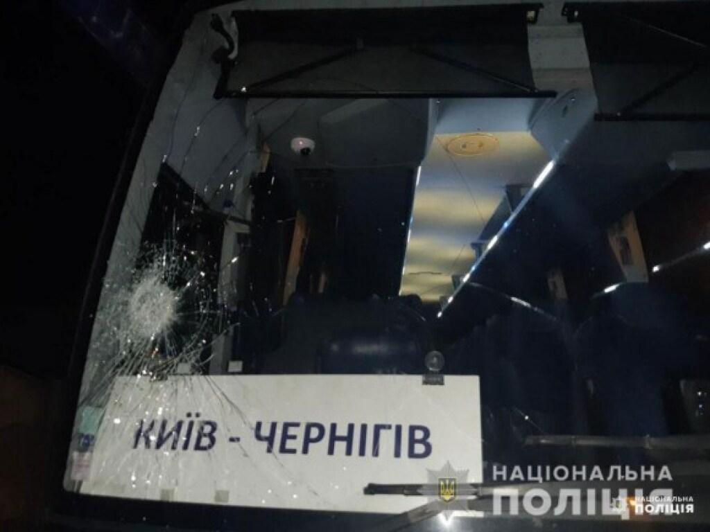 Ночью в Чернигове совершено нападение на пассажирский автобус (ФОТО)