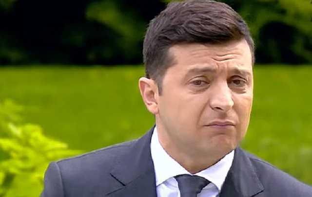 Українці закликають Зеленського винести питання його відставки на «всенародне опитування»