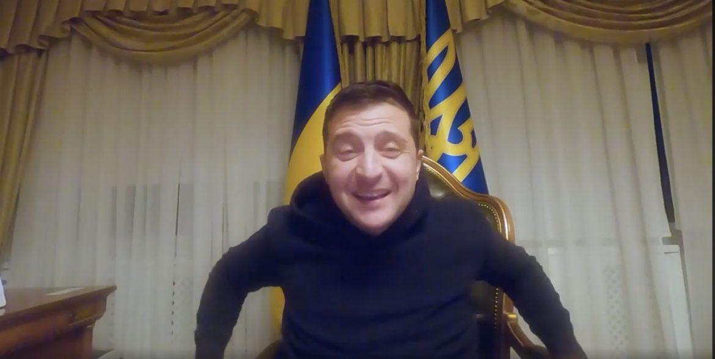 «Те, що ти підсунув людям замість ліків»: Зеленському у «Феофанію» привезли асфальт (фото, відео)