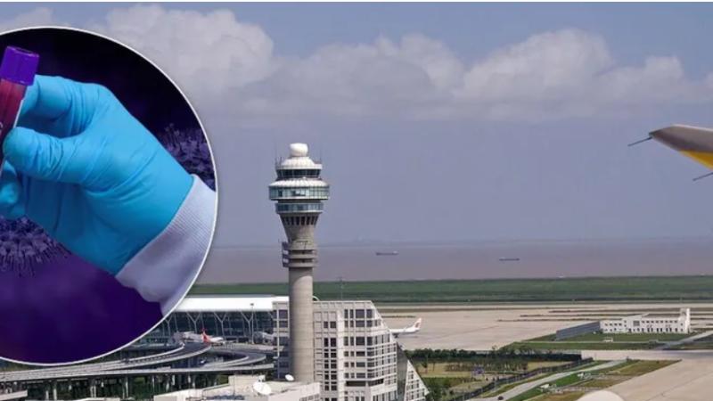 В китайском аэропорту пассажиры устроили панику из-за вспышки COVID-19. Видео