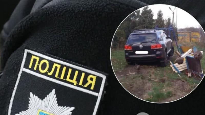У Львові п'яний коп розбив три авто і зніс дитячий майданчик. Відео моменту ДТП