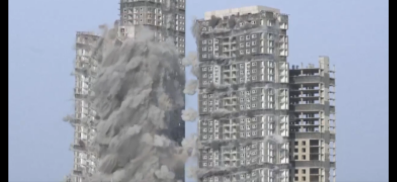 За 10 секунд: у столиці ОАЕ підірвали чотири велетенські хмарочоси (відео)