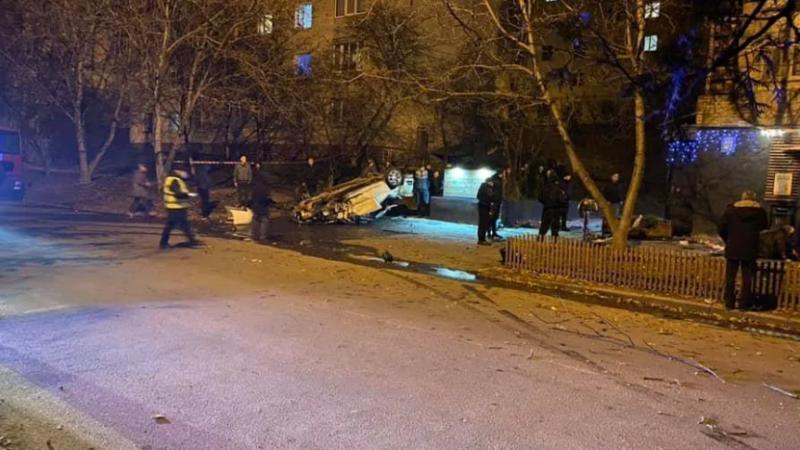 В Каменец-Подольском авто влетело на терасу кафе и перевернулось, есть жерtвы. Фото и видео 18+