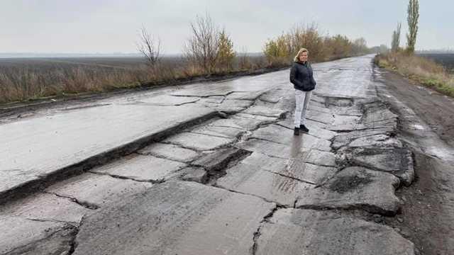 Плиты встают «на коня», провалы достигают полуметра: в сети показали состояние международной трассы на Кишинев