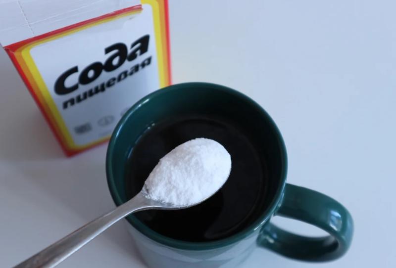 У підручнику з хімії радять пити розчин соди для лікування раку і відбілювання зубів. Чому таке не варто робити?