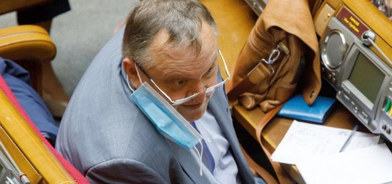 Надіслав ер0тuчне відео та знехтував брифінгом МОЗ: «слугу» Драбовського спіймали за листуванням
