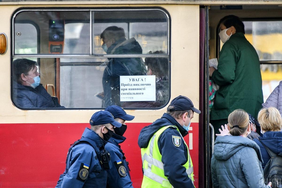 У поліції уточнили, за яких умов будуть штрафувати за неносіння масок