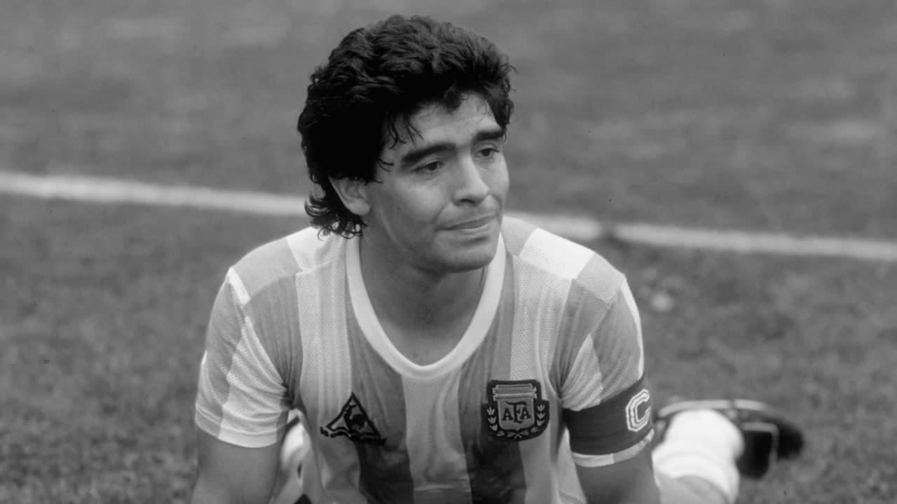 У віці 60 років помер легендарний аргентинський футболіст Дієго Марадона