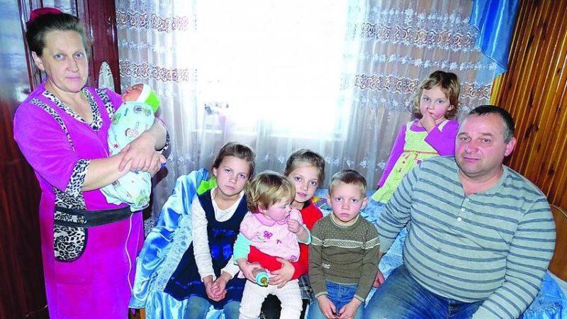 """""""Нам дуже важко.."""" Жінка на Рівненщині народила 19-ту дитину в 45 років"""