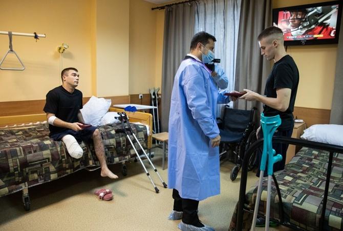 Зеленский посетил Ирпень и побывал Военно-медицинском госпитале: Фото
