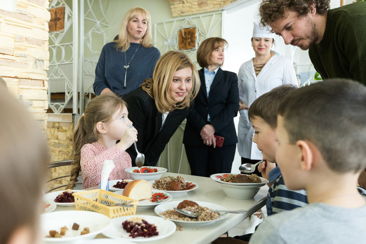 Елена Зеленская представила новое меню для школьных столовых: «Вкусное, полезное, сбалансированное»