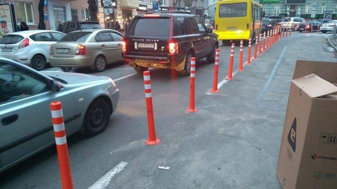 У столиці з'явилась перша камера, що фіксує виїзд автівок на смугу громадського транспорту