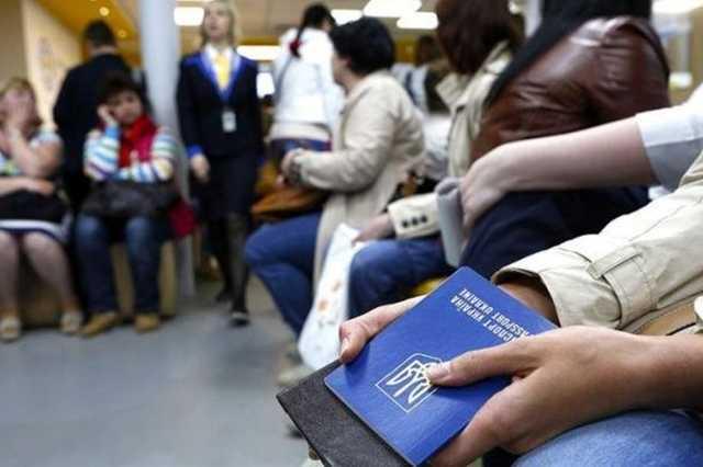 Украинских заробитчан начали депортировать из ЕС: проводят спецоперации и ищут нарушителей