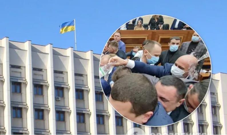 В Одессе депутаты облсовета под крики «Янукович!» устроили массовый мордобой. Фото и видео