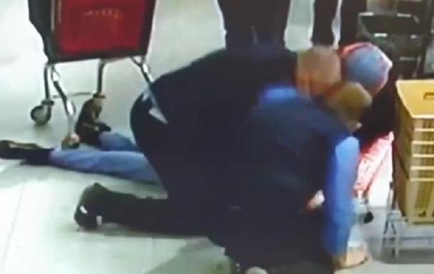 В Харькове охранник магазина спас девушку. Видео