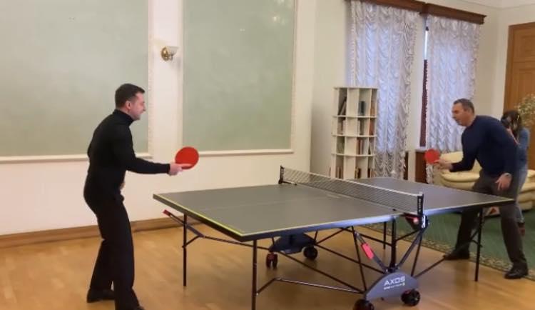 «А это сегодня президент Зеленский со своим первым помощником отлично проводят время» — Бутусов