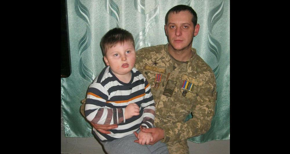 Сержант Збройних сил України бореться за свою дитину: синочку потрібна операція