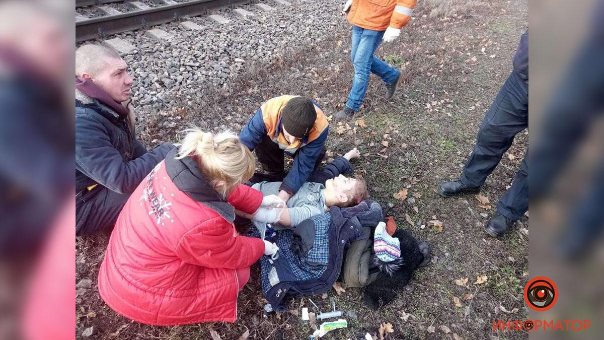 Дитину рятують: 11-річний хлопчик потрапив під потяг на Дніпропетровщині