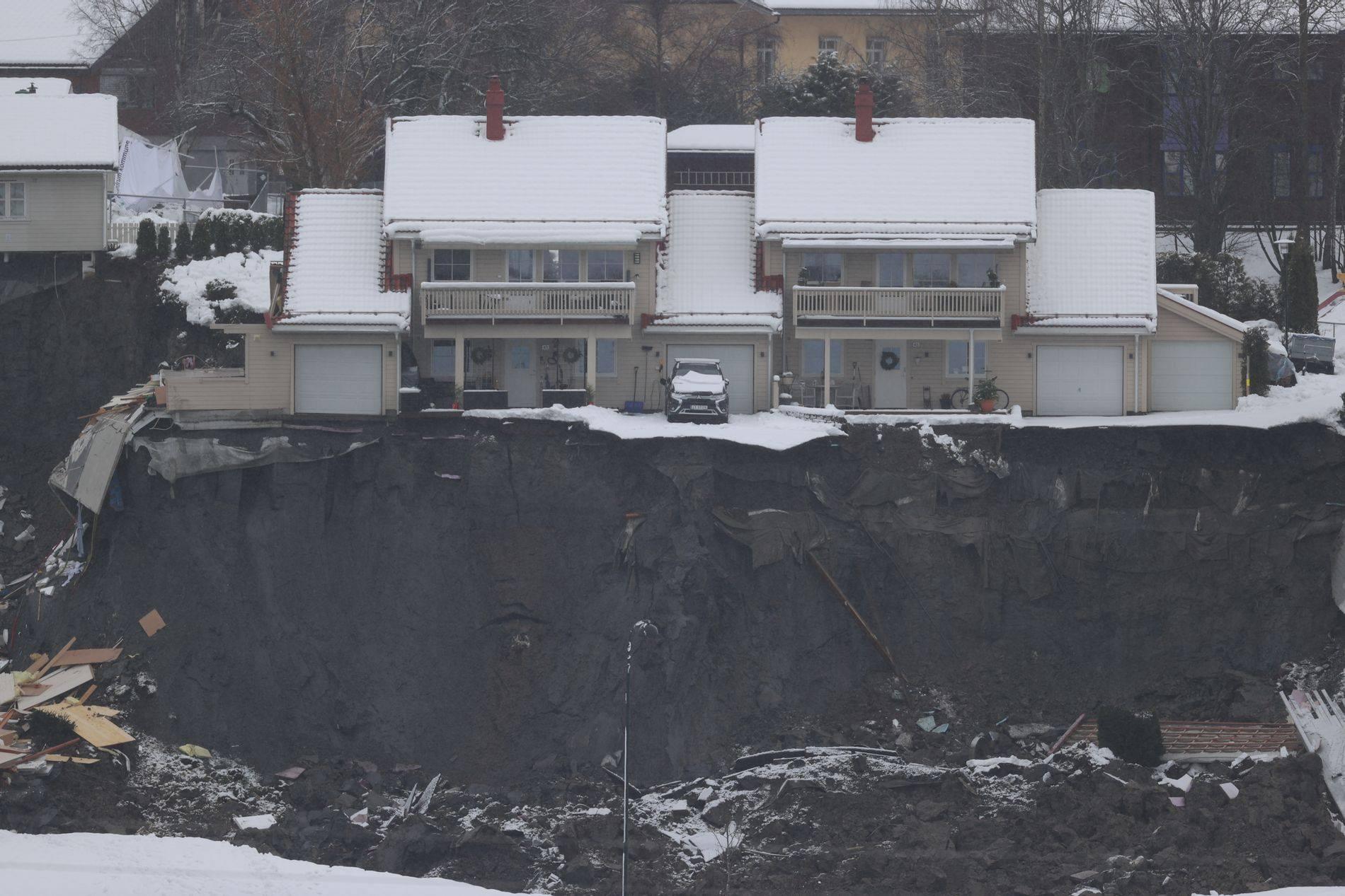 В Норвегии в жилом районе сошел гигантский оползень. Пропали от 21 до 26 человек
