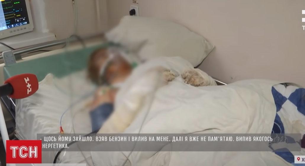 У Хмельницькому намагаються врятувати жінку, яку в Новорічну ніч підпалив рідний брат. Відео
