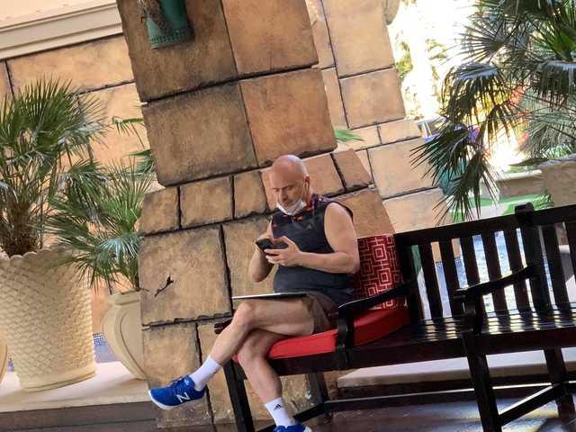 Слуга народа Михаил Радуцкий отдыхает в Дубае в отеле, где цена номера доходит до 254 тысяч