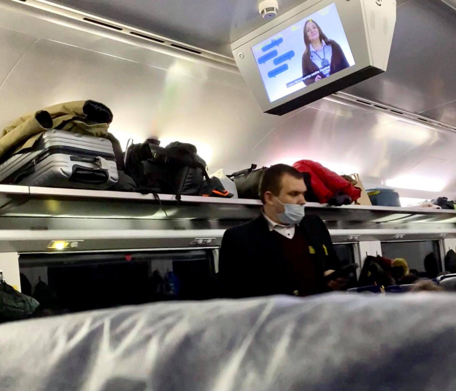 """""""Коронавірусу немає!"""": у поїзді Укрзалізниці розгорівся новий скандал"""
