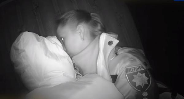 У Сумах 6-місячне дитя замерзало і плакало від голоду. Батько залишив дітей самих і пішов «кудись у гості»