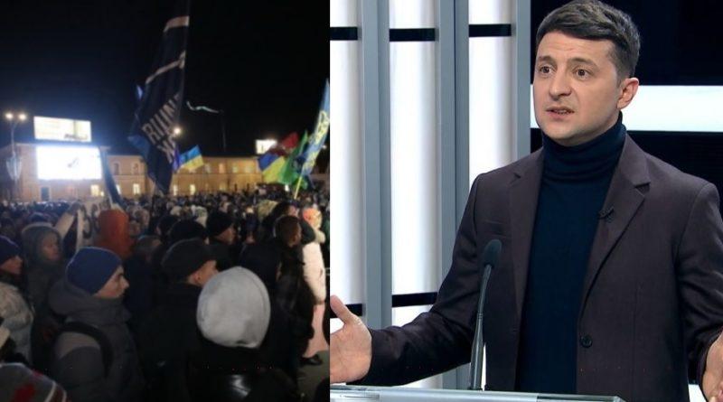 """""""Ваша Нова Ціна На Газ – Це Кістка!"""" – Українці Влаштували Владі «Святвечір» На Банковій"""