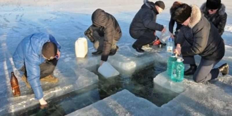 Як потрібно набирати воду на Водохреща та коли пити, щоб позбутись хвороб та залучити добробут