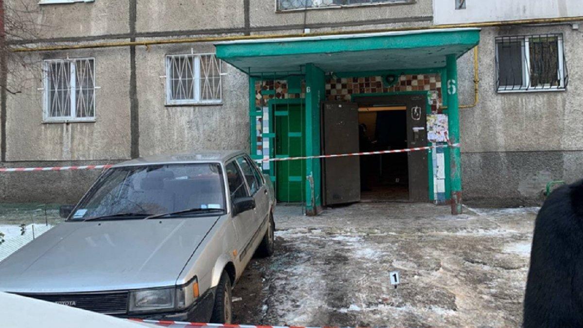 В Одесі чоловік гуляв з відрубаною головою і ножем в руках: фото, відео