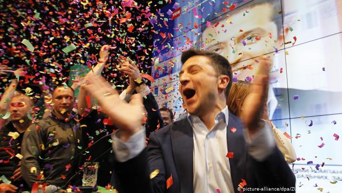 В день рождения Зеленского под окнами его Офиса готовят «Тарифный Майдан»