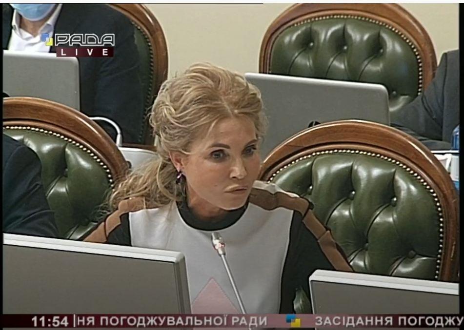 Юлю, що з лицем? Тимошенко в Раді знову здивувала виглядом