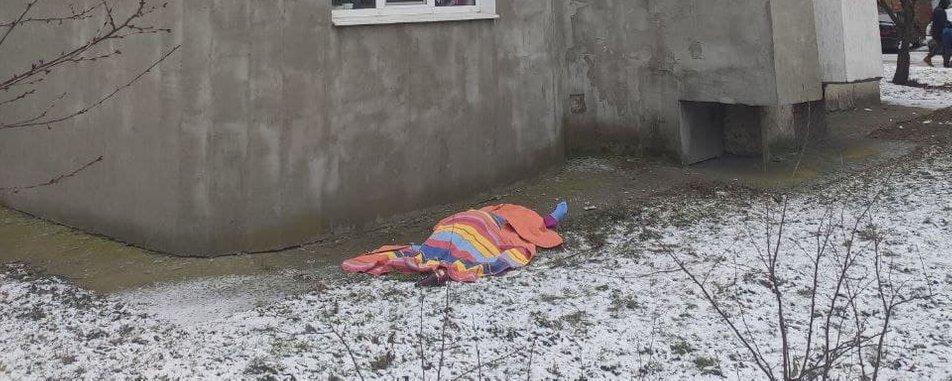 82-річна жінка вистрибнула з 11 поверху. Ось воно, життя українських пенсіонерів!
